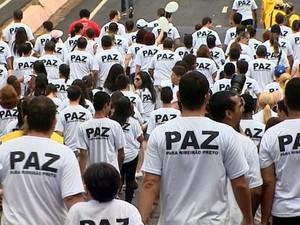 Grupo pediu paz e lembrou a morte do pastor em Ribeirão Preto (Foto: Maurício Glauco/ EPTV)