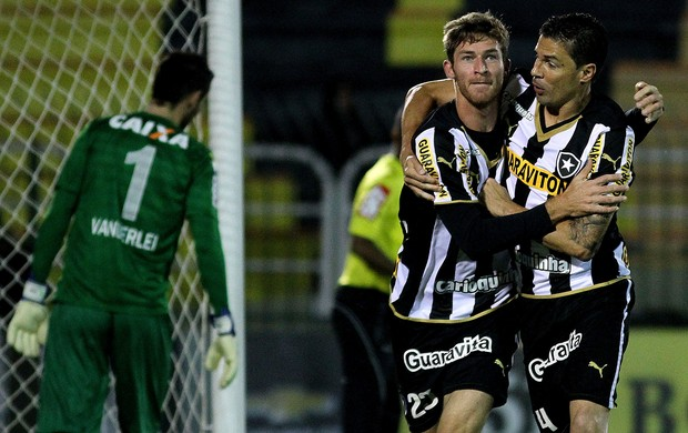 Bolatti botafogo gol Coritiba (Foto: Vitor Silva / SSPress)