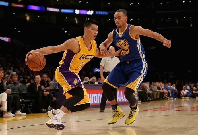 Desafio de Kobe é transformar Lin em um jogador melhor defensivamente (Foto: Getty Images)