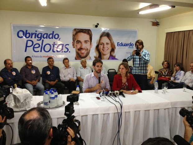 Eduardo Leite e a vice Paula Mascarenhas falaram sobre os projetos para a cidade de pelotas (Foto: Luciane Kohlmann / RBS TV)