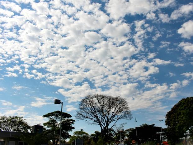 Céu de Campo Grande nesta tarde de domingo (17) (Foto: Gabriela Pavão/ G1 MS)