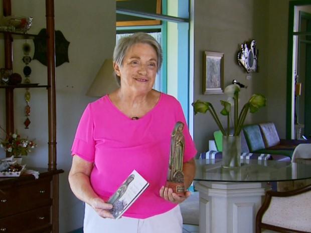 Ana Negrini escreveu artigo em revista católica que divulgou a Nossa Senhora do Café, Espirito Santo do Pinhal, Machado (Foto: Reprodução EPTV)