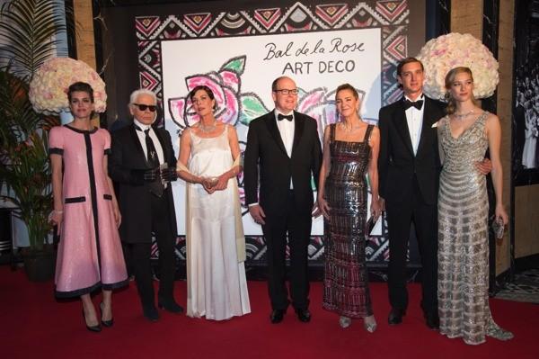 Bal de la Rose 2015 reúne monarquia e fashionistas em Mônaco