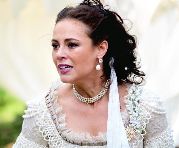 Melissa revela aos convidados de seu casamento que Felipe é apaixonado por Lívia (Foto: Cláudia Esteves/Gshow)