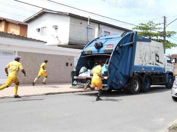 Coleta de lixo foi retomada nesta sexta-feira (28) em Guarujá (Foto: Dayana de Lima/Prefeitura de Guarujá)