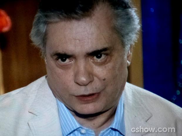 Diogo se preocupa com a filha e quer saber se Clara vale mesmo todo sofrimento (Foto: Em Família / TV Globo)