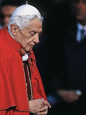 O ARAUTO DA FÉ  Bento XVI, durante a festa da Imaculada Conceição, em dezembro. No mundo contemporâneo, o papa continua a reiterar a importância dos dogmas cristãos (Foto: Imago Stock)