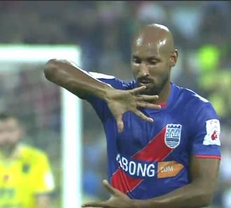 Anelka comemora gol do Mumbai City fc (Foto: Reprodução )