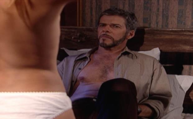 Pedro sonha que está fazendo amor com Íris