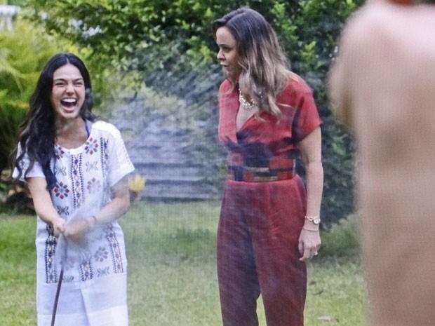 Sandra peita Carlota e apronta com a perua (Foto: TV Globo)