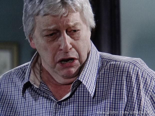 Denizard fica chocado com as revelações (Foto: Amor à Vida/ TV Globo)