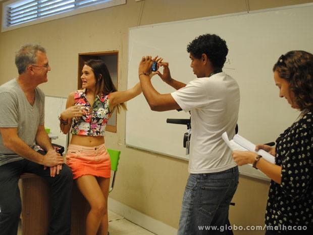Juliana Paiva e Pedro Bial gravam mais um episódio do Diário de Fatinha (Foto: Malhação / Tv Globo)