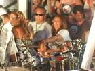 Filho de Ivete Sangalo toca bateria em cima do trio da cantora