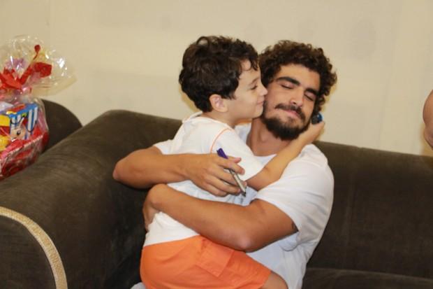 Caio Castro e fã (Foto: Christian Emanoel/ Divulgação)
