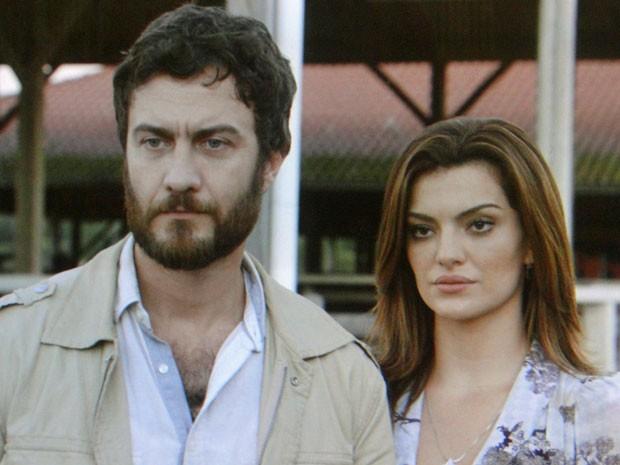 Elisa não gosta da chegada de Miriam (Foto: Amor Eterno Amor/TV Globo)
