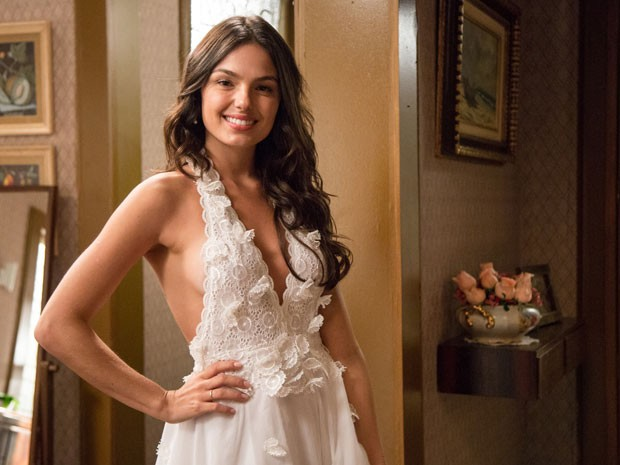 O vestido de Sandra foi feito com georgette de seda e a saia de chiffon de seda em doze camadas (Foto: Isabella Pinheiro/Gshow)