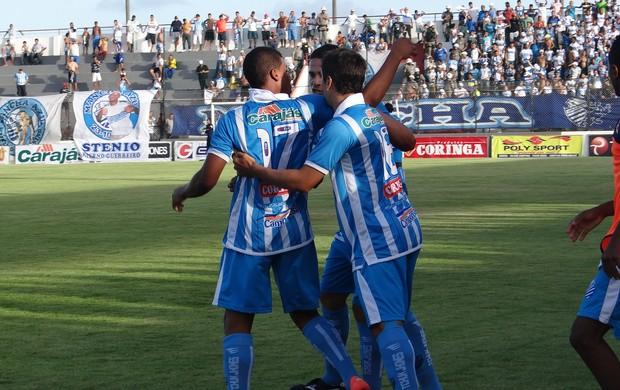 Roberio se dirigiu ao alambrado e proferiu palavrões a um grupo de torcedores (Foto: Paulo Victor Malta/Globoesporte.com)