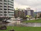 Chuva provoca alagamentos em ruas de Caraguatatuba, litoral norte de SP