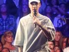 Justin Bieber pede minuto de silêncio por vítima de Paris durante show