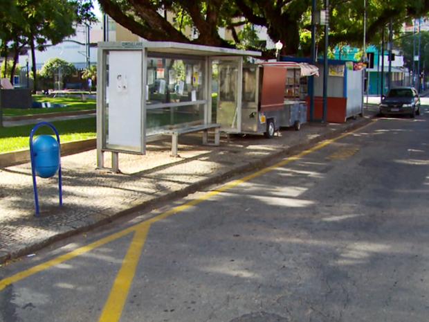 Circullare alega que demarcações nos pontos de ônibus não seguem o contrato (Foto: Reprodução EPTV)