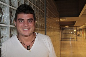 Ex-BBB Dhomini no Projac, Zona Oeste do Rio (Foto: Isac Luz/ EGO)