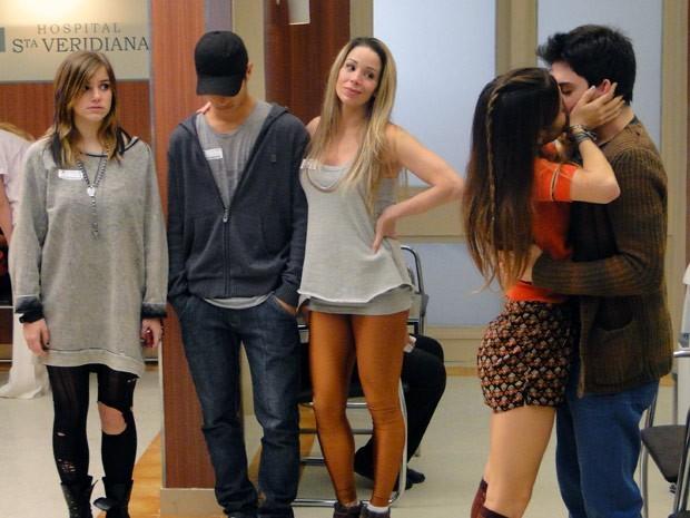 Morgana e Rafael se beijam!  (Foto: Divulgação/TV Globo)