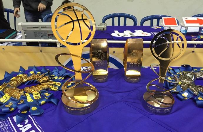 Troféus e medalhas da Liga Ouro (Foto: Flávio Dilascio)