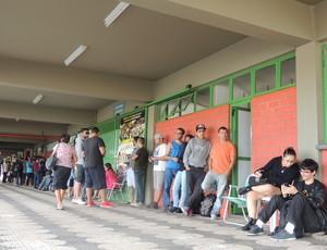 fila mogi basquete flamengo jogo 3 (Foto: Thayana Alvarenga)