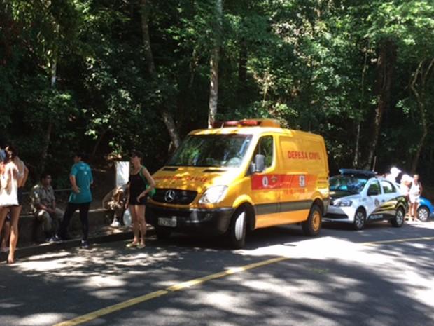 Polícia Civil fará perícia em cachoeira onde homem foi achado morto (Foto: Káthia Mello/G1)