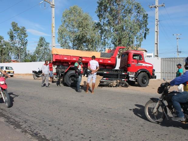 Acidente aconteceu na Avenida Jatobá em Petrolina (Foto: Amanda Franco/G1)