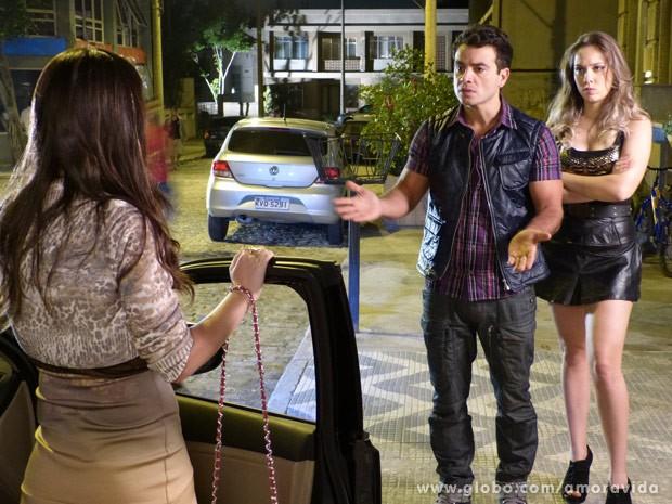 Carlito desiste de terminar com Raquel (Foto: Amor à Vida / TV Globo)