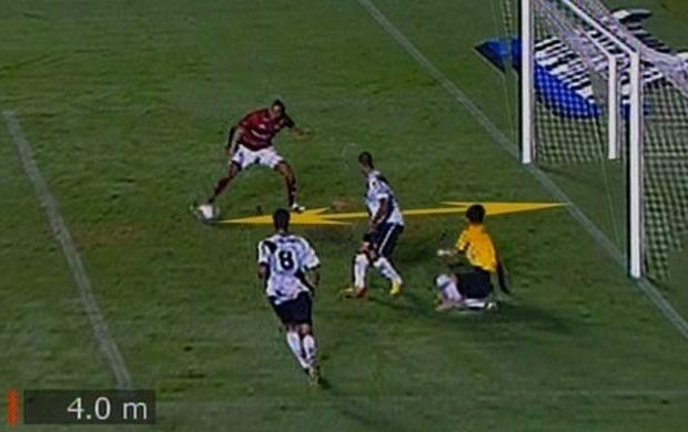 Marcão perde gol incrível do Serra Dourada (Foto: Reprodução / SporTV)