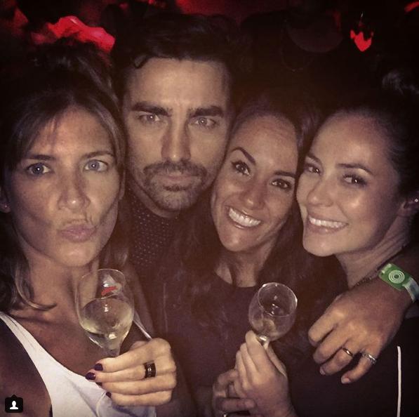 Paolla Oliveira brindando com Ricardo Pereira e mulher, Francisca (Foto: Reprodução / Instagram)