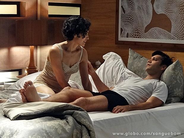 Érico não consegue dormir com Verônica (Foto: Sangue Bom / TV Globo)