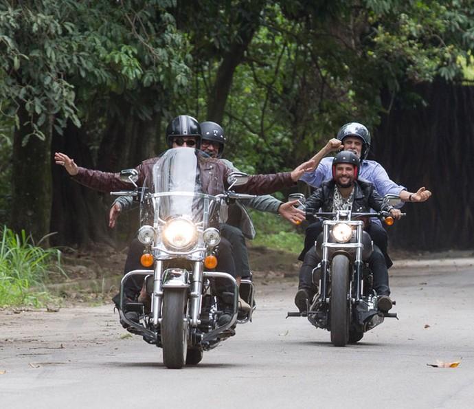 Ralf, Tanaka, Mario e Gaetano fazem um passeio radical (Foto: Ellen Soares / Gshow)