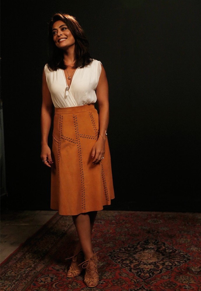 Juliana Paes usa look com tons neutros (Foto: Raphael Dias/Gshow)