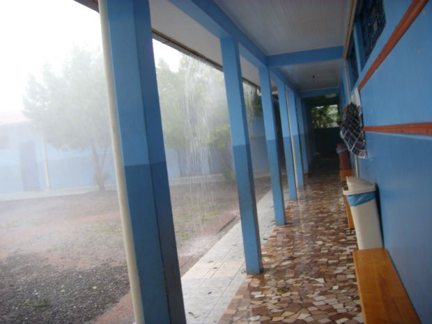 Moradora de Salto do Lontra registrou a chuva na comunidade de Sede da Luz, na escola onde trabalha (Foto:  Franciele Kalkmann/Arquivo Pessoal)