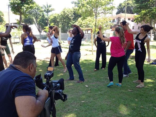 Bastidores da gravação do Globo Universidade sobre dança (Foto: Divulgação)