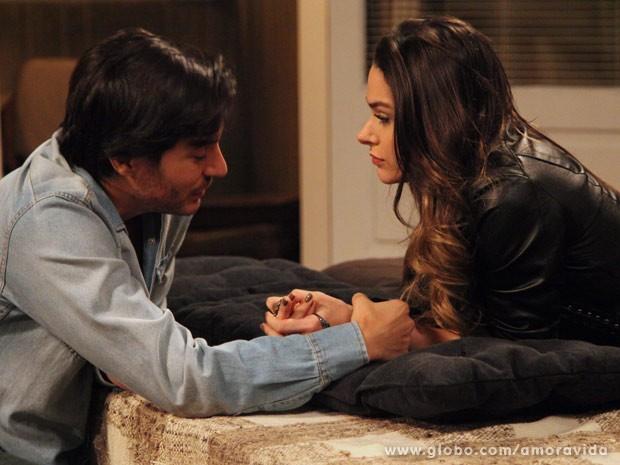 Leila trama com Thales (Foto: Carol Caminha/TV Globo)