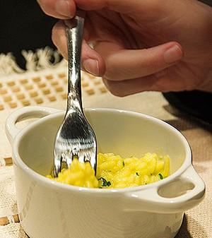 Risoto de pera com queijo de coalho, brie e lascas de pecorino (Foto: Marcia Evangelista/Editora Globo)