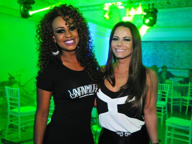 Vânia Love e Viviane Araújo em festa na Zona Oeste do Rio (Foto: Marcos Fernandes/ Divulgação)