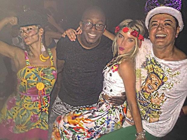 Carolin Dieckmann, Mumuzinho, Monique Alfradique e David Brazil em festa no Rio (Foto: Instagram/ Reprodução)