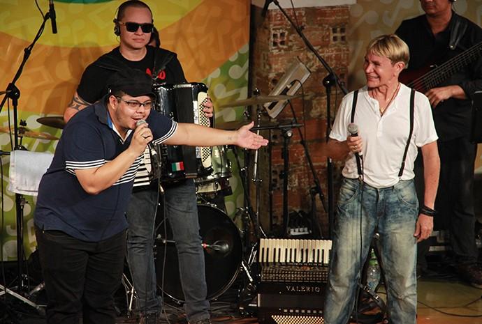 Ex-The Voice Brasil, Elias Moreira elogia Zezinho Corrêa, da banda Carrapicho (Foto: Katiúscia Monteiro/ Rede Amazônica)
