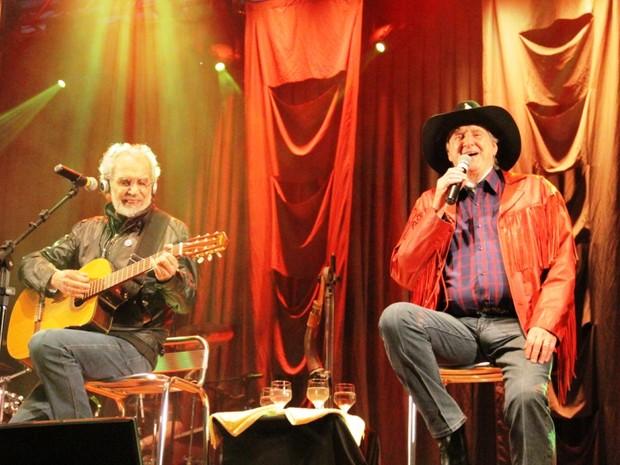 Renato Teixeira e Sérgio Reis fazem show de encerramento da festa do Dia da Padroeira, em Aparecida. (Foto: Carlos Santos/G1)