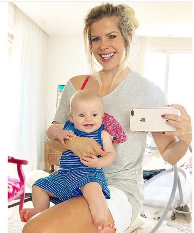 Karina Bacchi e o filho Enrico (Foto: Reprodução/Instagram)
