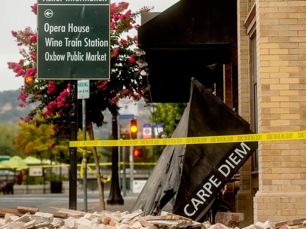 Prédios são danificados após terremoto no norte da Califórnia neste domingo (24) (Foto: Eric Risberg/AP Photo)