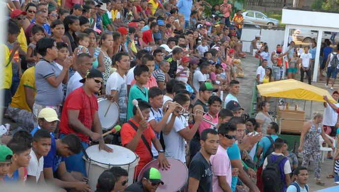 Torcida comparece em número expressivo ao 'Videirão', para assistir aos jogos do Intermunicipal 2014 (Foto: Gabriel Penha/GE-AP)
