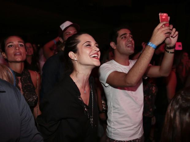 Juliana Paiva e Miguel Rômulo em show no Rio (Foto: Felipe Panfili/ Divulgação)