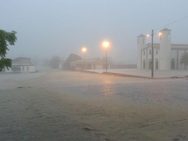 Chuva forte alegrou população de Caicó nesta terça (19) (Foto: Sidney Silva)