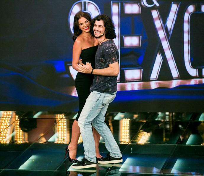 Gabriel Leone 'chega' em Bruna Marquezine no 'Amor & Sexo' (Foto: Isabella Pinheiro/Gshow)